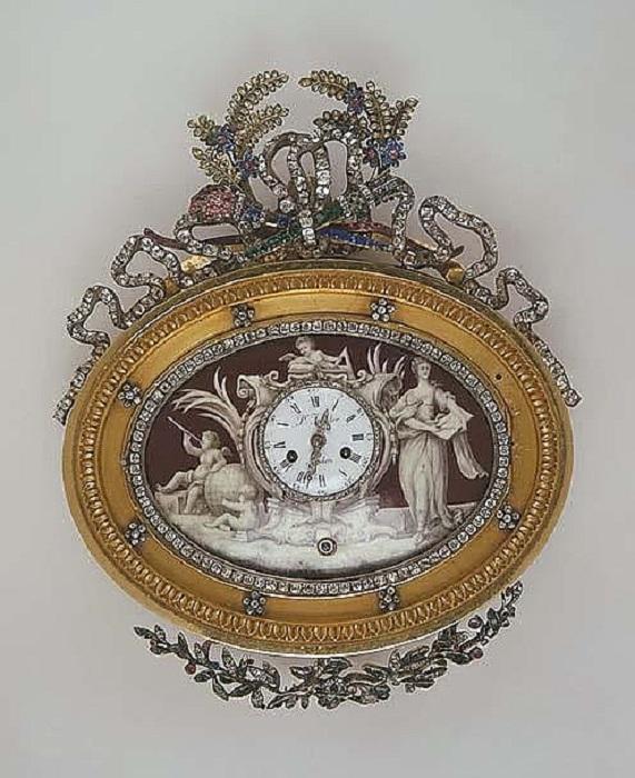 Английские бронзовые часы со стеклом изготовлены мастером П. Тореклером.