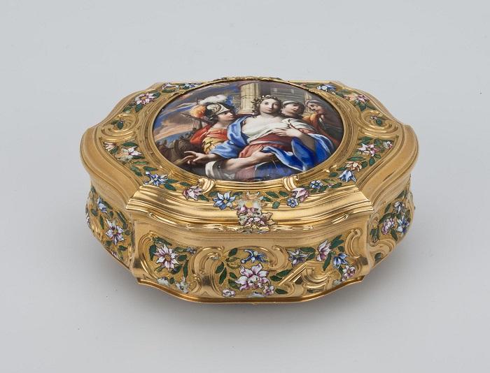 Золотая табакерка неизвестного французского мастера расписана художником Пьером Хюо.