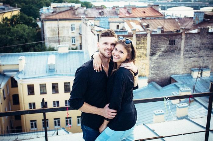 Резидент «Камеди Клаб» и российская актриса театра и кино до свадьбы встречались на протяжении нескольких лет.