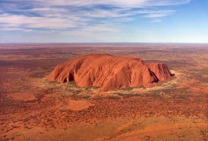 Знаменитая скала Улуру - появившейся благодаря безграничной «фантазии» природы.