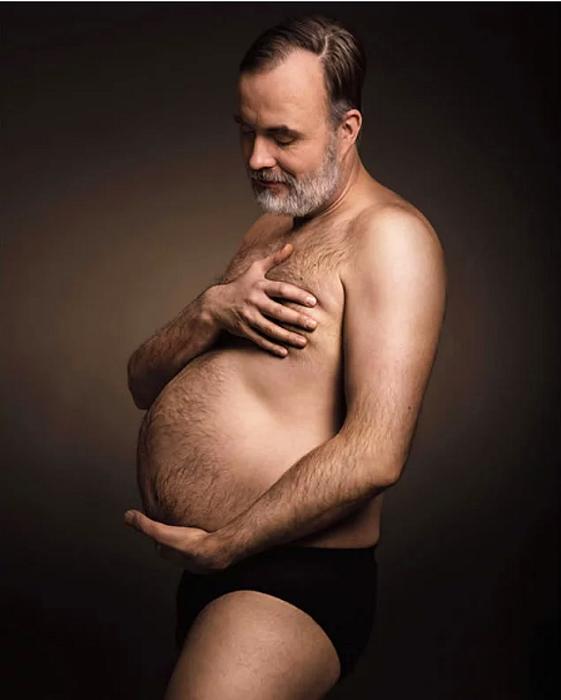 Даже такие фотографии мужчинам удается с легкостью спародировать – и довольно успешно!