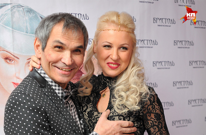 Бари Алибасову 68 и он снова молодожен, так как шестой его супругой два года назад стала Лилиана Максимова, которой сейчас 28 лет. Разница в 4 десятилетия не стала для пары препятствием.