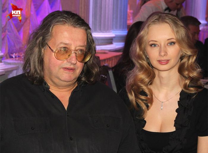 65-летний певец, композитор и поэт год назад стал отцом третьего ребенка. В сентябре 2014-го ему родила сына его четвертая жена 34-летняя модель и актриса Марина Коташенко. Разница в возрасте: 31 год.