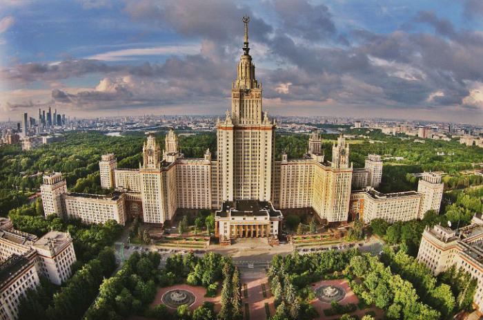 Московский университет  основан в 1755 году по указу императрицы Елизаветы Петровны.