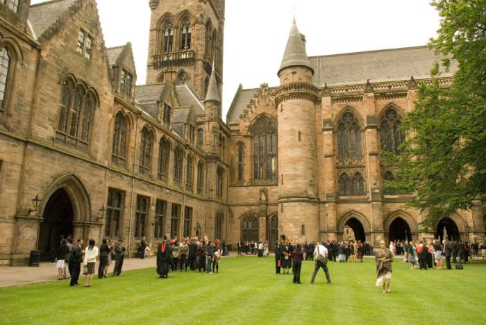 Университет основан в 1088 году считается самым старым и красивым в мире.