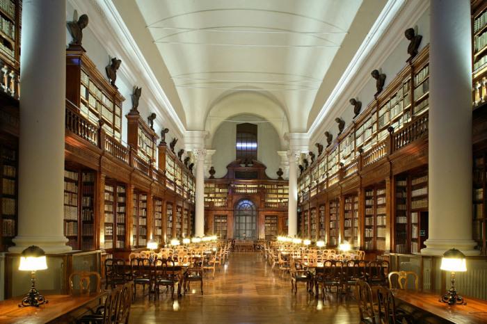 Библиотека университета насчитывает в своих фондах более 200 тысяч томов разных изданий.