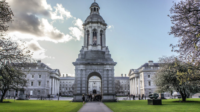 Колледж построен в 1592 году располагается в самом центре современного Дублина.