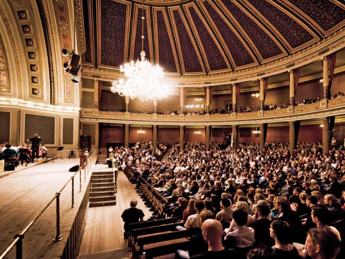 Большая аудитория университета используется для проведения конференций, концертов и различных торжественных церемоний.