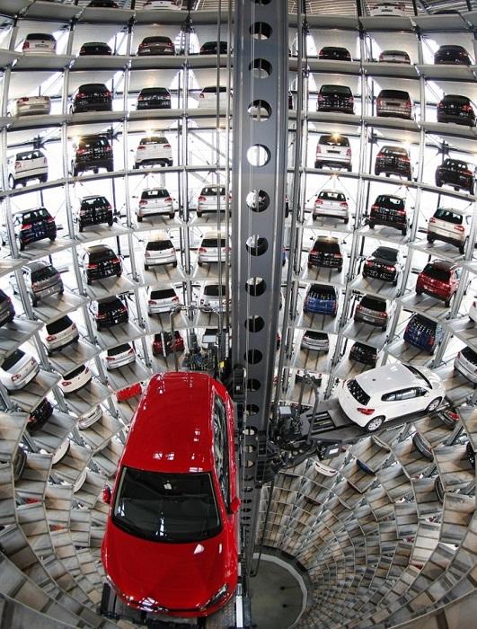 Парковка на заводе Volkswagen в Вольфсбурге.