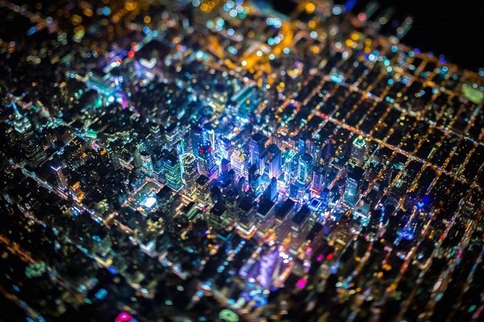 Самый крупный город Соединенных Штатов Америки и один из самых больших городов всего мира в ночное время похож на электронную плату.