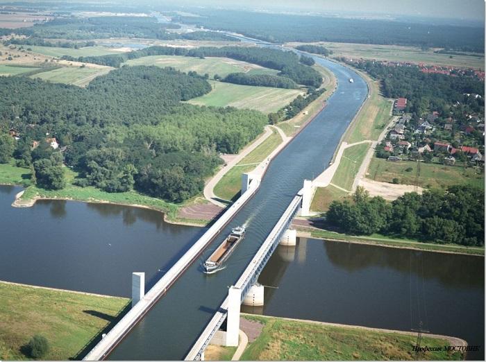 Водный мост в Германии, соединяющий два важных канала: Канал Эльба-Хафель и Среднегерманский канал, через который осуществляется сообщение с индустриальным районом — долиной Рура.