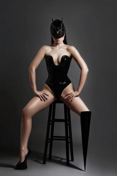 Знаменитая британская альтернативная модель и певица.