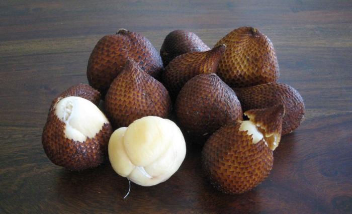 По вкусу фрукт очень похож на ананас, однако есть сорта, которые ближе к банану или крыжовнику, а также в нём есть танин, которые помогает организму выводить вредные вещества.