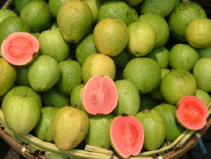 Спелая гуава по вкусу напоминает землянику в которой содержится огромное количество полезных веществ. Из неё делают мармелад, желе, джемы, соусы, а также используют плоды при производстве алкогольных напитков