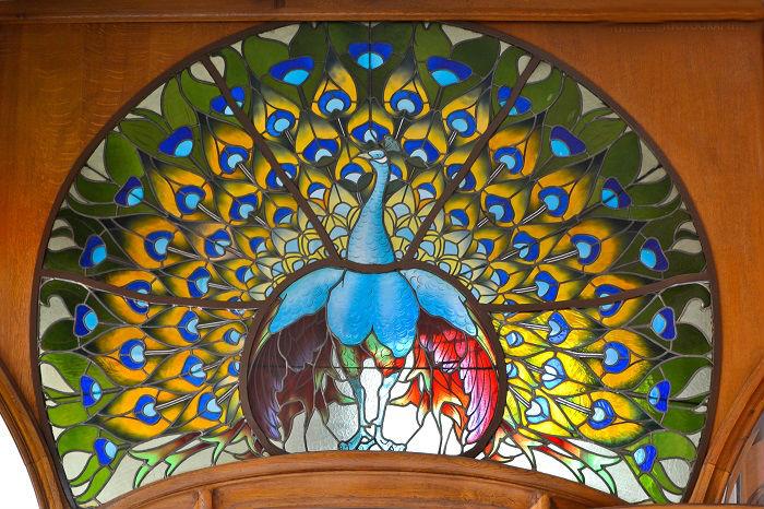 Витраж в стиле арт-нуво является украшением Виллы Бержере в Нанси, Франция. Создал его французский мастер по стеклу Joseph Janin в 1905 году.