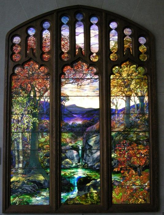 Одним из самых смелых новаторов в области художественного стеклоделия, был американец Луис Комфорт Тиффани.