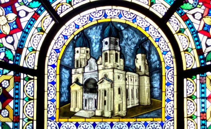 Витраж является частью кафедрального собора Святой Марии румынского города Яссы и считается самым большим православным храмом Румынии.