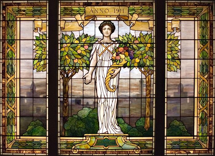 Работа Луиса Комфорта Тиффани, 1911 года, украшает здание винного центра в США.