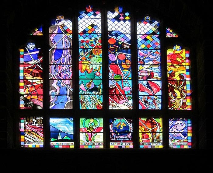 Витраж создан для Кафедрального собора в Честере, Великобритания. Поводом послужило празднование Миллениума.