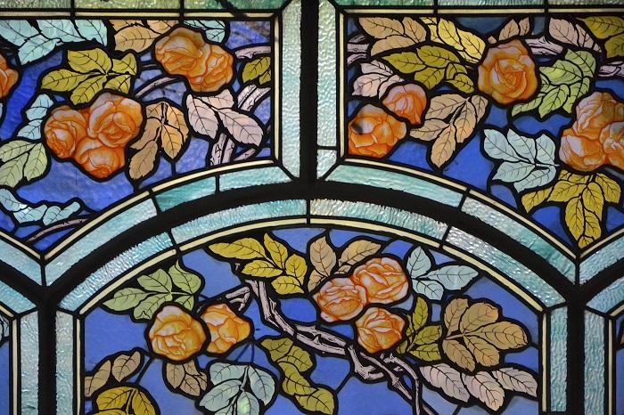 Витраж выполнен французским мастером Жаком Грюбэ в 1906 году, для Эжена Корбена, и находился в его городском доме в Нанси. Теперь там расположен Музей школы арт-нуво Нанси.