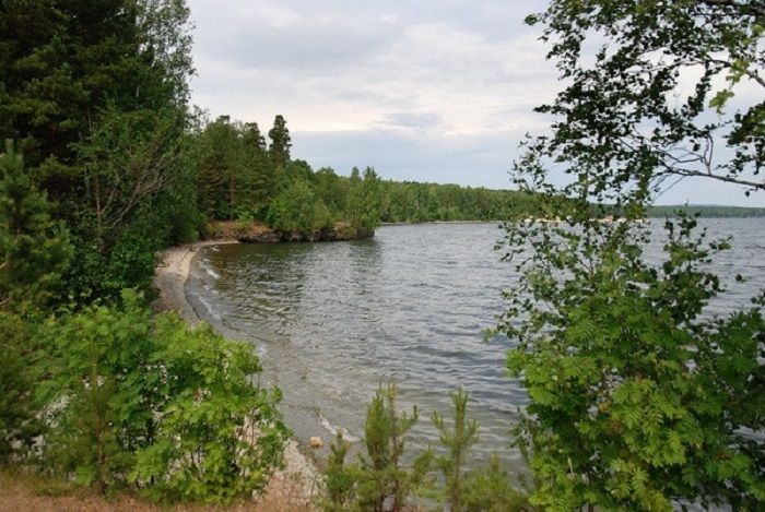 Название может исходить от древнего «ikkul» и означает «священное озеро».