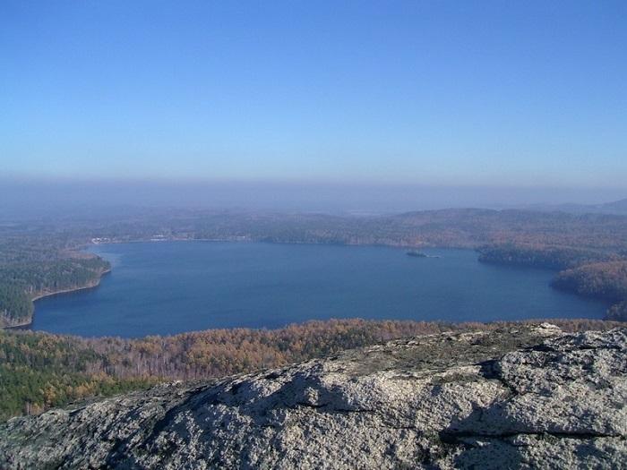 «Озеро между гор», прекрасное место, где тишина и горные вершины рядом.