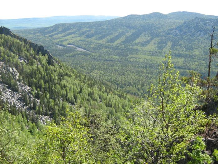 Жемчужина Южного Урала, маленькая горная страна со своими вершинами и межгорными долинами.