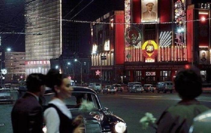 Праздничное оформление на улице Горького, 1969 год.