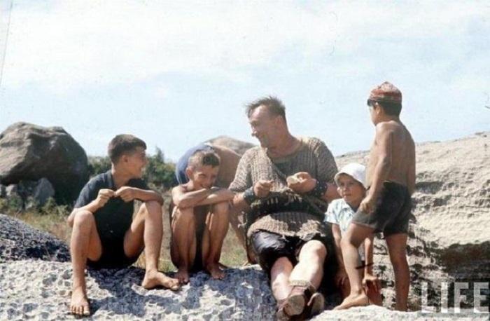 Алексей Смирнов с детьми. СССР, 1965 год.