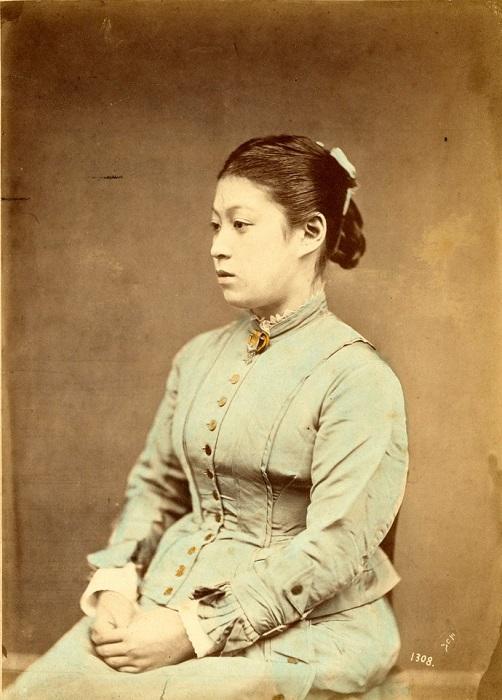 Японка в европейском костюме. Автор фотографии: Усуи Сюдзабуро, 1880-е года.