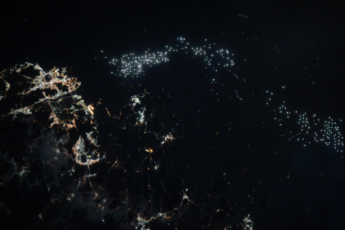 С орбиты японские рыболовные суда кажутся маленькими светлячками.