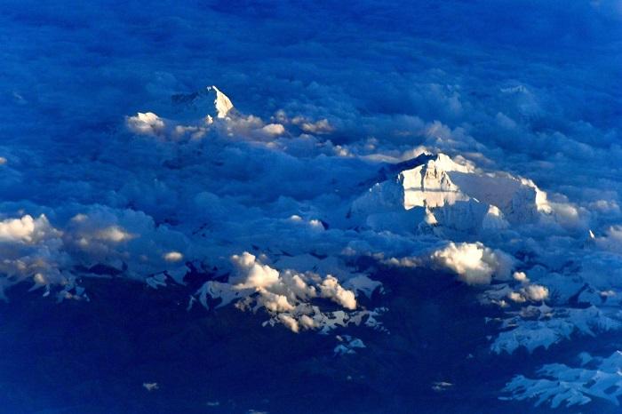 Эверест - самая высокая точка на нашей планете.