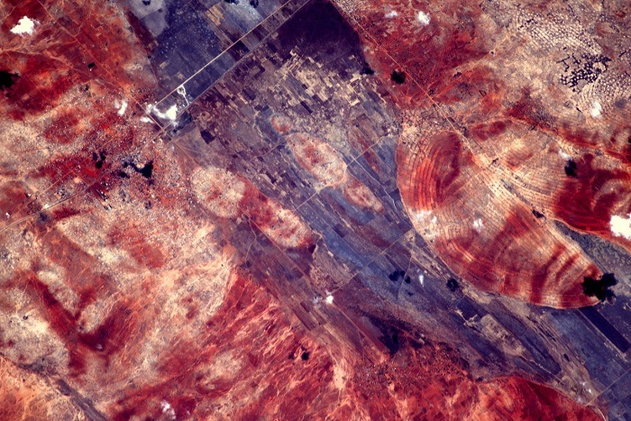 Огненно красная часть света, которая расположена по обе стороны экватора.