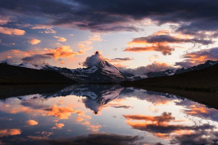 Горная вершина в Альпах на итальянско-швейцарской границе, в сердце Валлисских Альп высотой в 4478 метров.