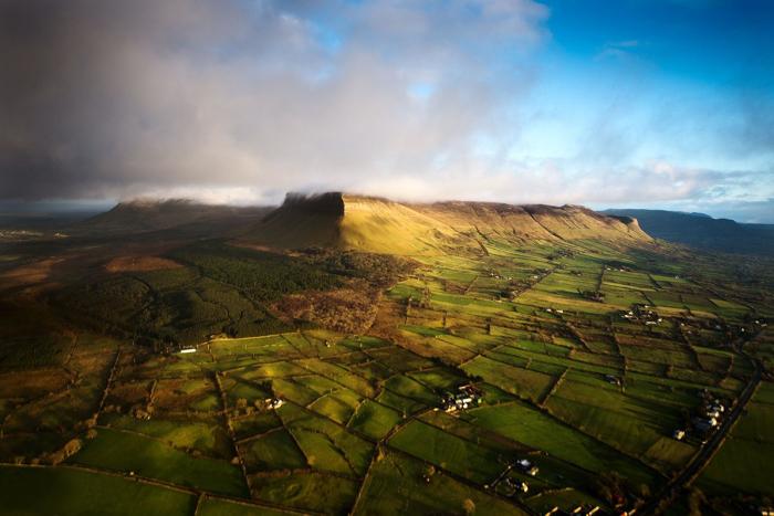 Столовая гора в Ирландии высотой 536 метров, является символом графства Слайго.