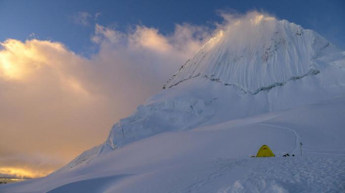 Самая красивая гора мира, расположена в Перу. Её высота 5947 метров над уровнем моря.