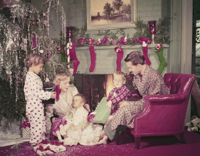 Рождество - праздник для всей семьи, но больше всего его любят и ждут дети.