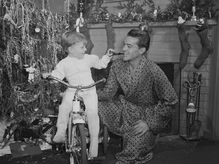 Велосипед для мальчика - это самый лучший подарок.