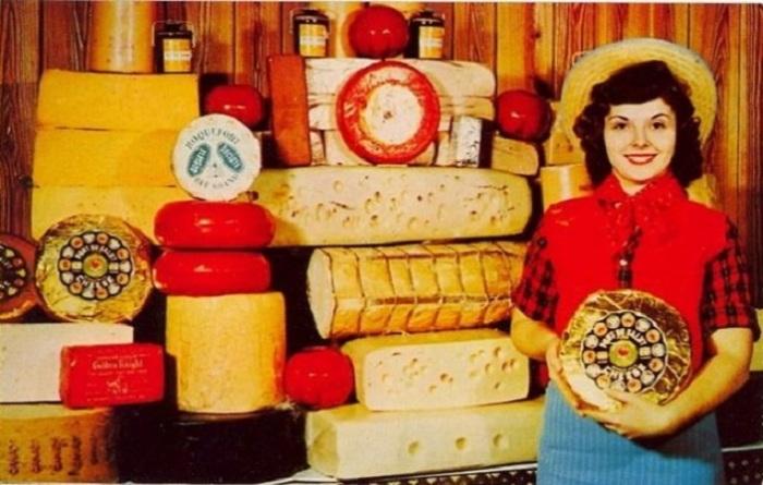 Рекламная открытка с сыром, выпускаемым продуктовой компанией «Hickory Farms».