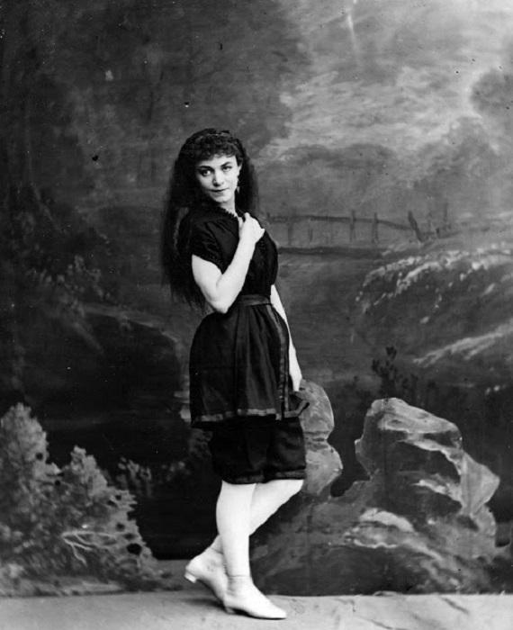 Черный купальник викторианской эпохи.