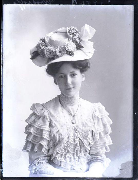 Весёлая шляпка для юной леди.