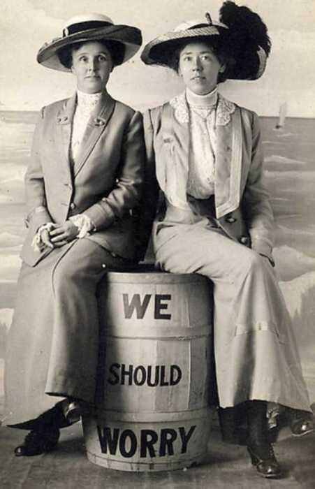 Две дамы, которые сидят на бочке с порохом.