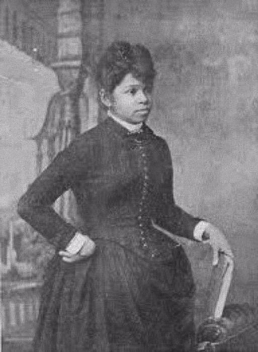 26 апреля 1892 Сара Бун получила патент на изобретение усовершенствованной гладильной доски и предусмотрела новую сужающуюся форму, таким образом упростив глажку рубашек и блузок.