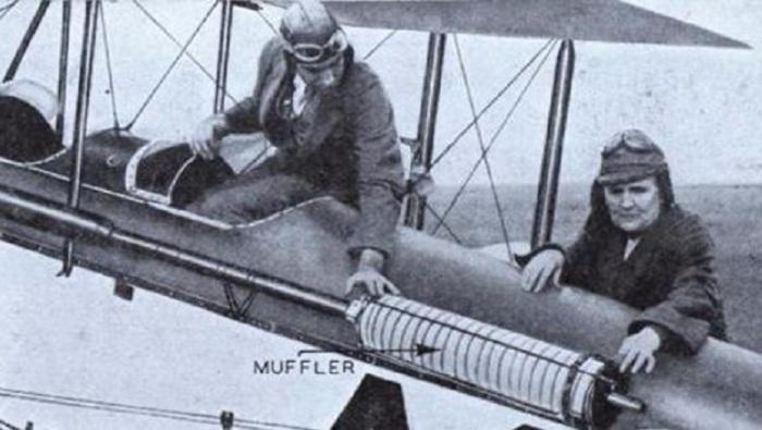 Наибольшую славу Джонс принесло изобретение глушителя для авиационных двигателей, ставшего прообразом аналогичного устройства, входящего в наши дни в конструкцию любого автомобиля.