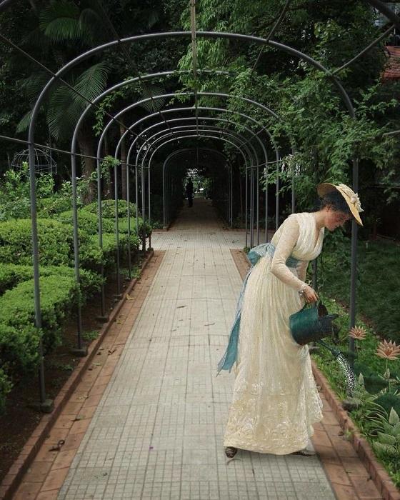 Для коллажа использована картина «Сад моей госпожи» английского художника Фредерика Лейтона (Frederic Leighton).