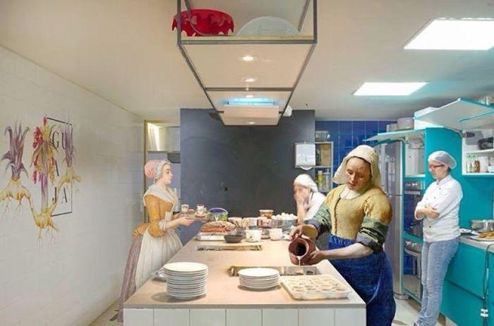 Для коллажа использованы картины «Молочница » Яна Вермеера (Jan Vermeer) и «Прекрасная шоколадница» Жана-Этьена Лиотарда (Jean-Etienne Liotard).