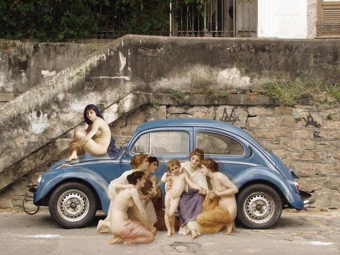 Для коллажа использованы картины «Сидящая купальщица» и «Поклонницы» французского живописца Адольфа Вильяма Бугро (William-Adolphe Bouguereau).