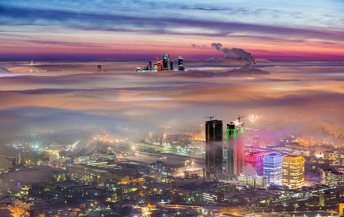 А над столицей облака...