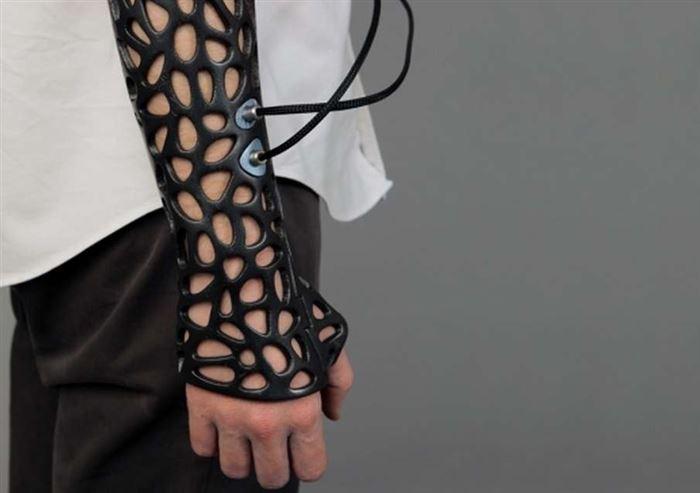 Отпечатанная на трехмерном принтере «гипсовая повязка» заживляет кости на сорок процентов быстрее обычной с помощью ультразвуковых волн.