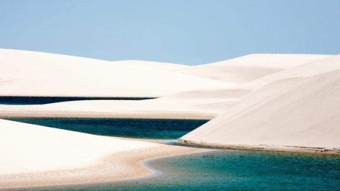 Небольшая пустыня с белоснежными песчаными дюнами, среди которых в сезон дождей образуются лагуны с бирюзовой водой.